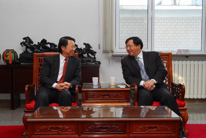 台湾东华大学校长黄文枢教授一行访问北京邮电大学